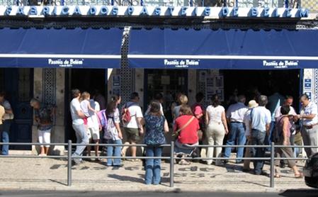 A Única Fábrica de Pastéis de Belém está situada na Rua Belém, 84 a 92 – Bairro de Belém – Lisboa